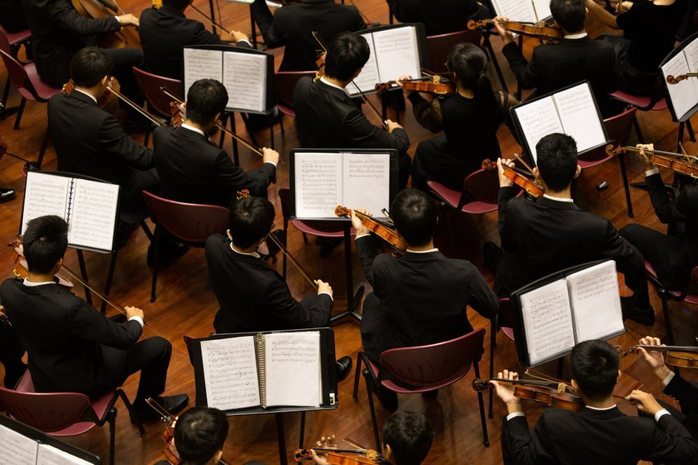 How to talk to an orchestra during a rehearsal